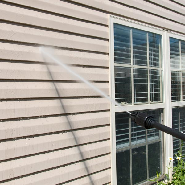 Siding and decking power washing in Saratoga Springs NY